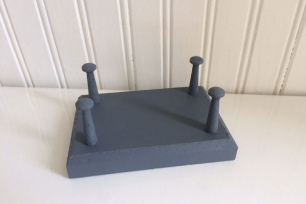 Decoy Stand – $10